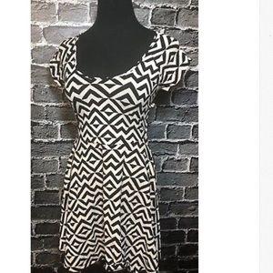 Victoria's Secret PINK Dress Sz S Black Geo Print